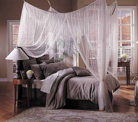 łóżko Z Baldachimem Jako Dekoracja Sypialni